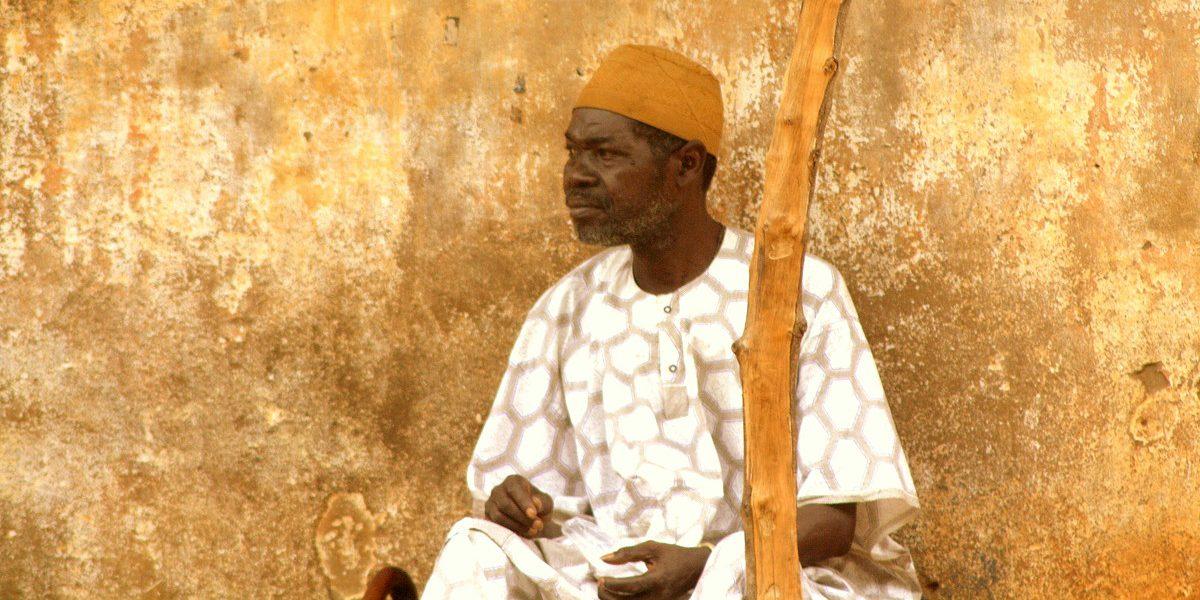 Señor de Benin sentado