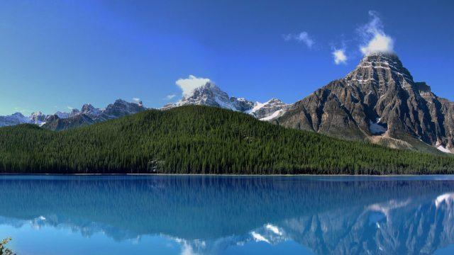 Mount Chephren es una montaña ubicada en el valle del río Mistaya en el Parque Nacional Banff, Canadá