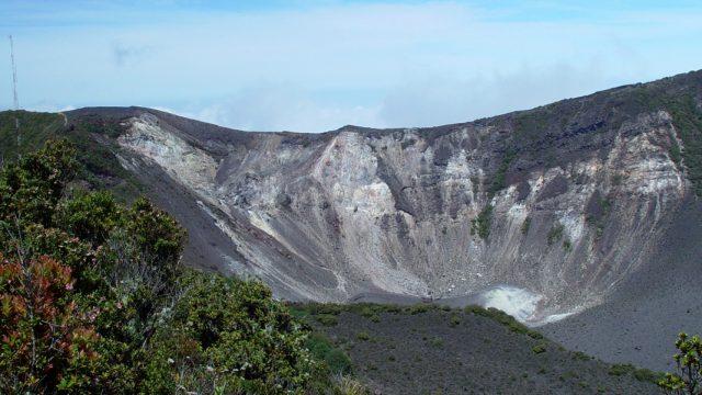 Imagen del interior del volcan Turrialba en Costa Rica