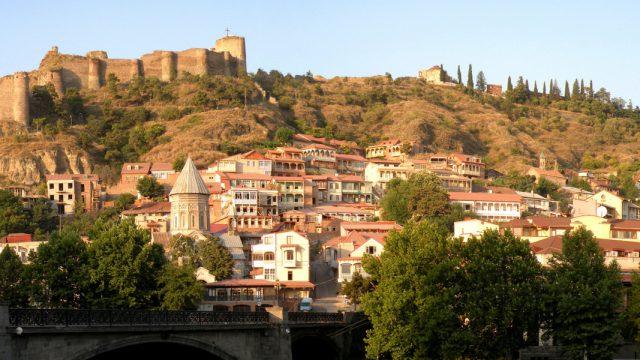Vistas de laparte antigua de la ciudad de Tbilisi, capital de Georgia